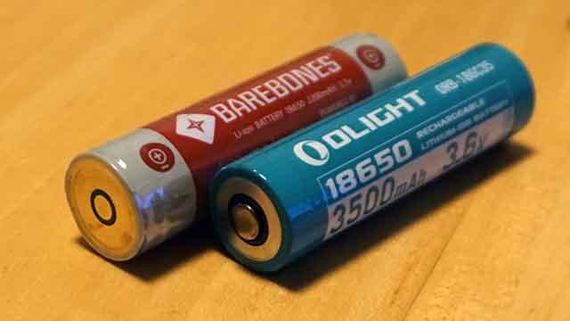 BarebonesとOLIGHTのバッテリー